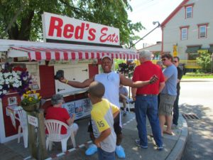 reds-eats-lobster-roll-in-me